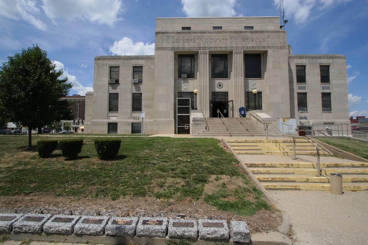 Mt. Vernon man shot when trying to escape custody at Jefferson County Courthouse